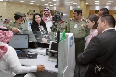 زياره وفد امريكي يزور الجوزات (30322607) 