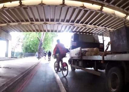 سائق دراجة متهور (101845446) 