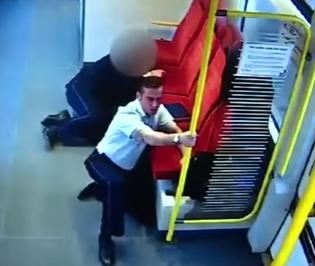 سائق قطار بولندي يحذر الركاب