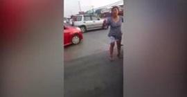 سائق يحشر راسه