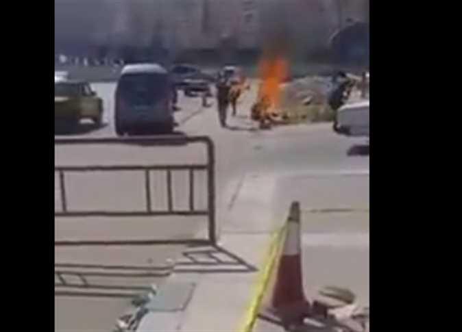 سائق يشعل النار بنفسه