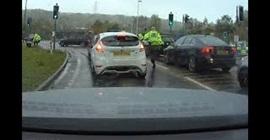 شاهد.. سائق يهرب ببراعة من فخ نصبته الشرطة - المواطن