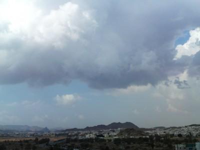 توقعات طقس الغد.. سحب رعدية ممطرة وغبار على 8 مناطق - المواطن