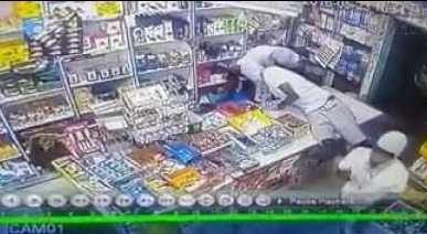 سطو مسلح على محل بجدة تنفذه عصابة أفريقية