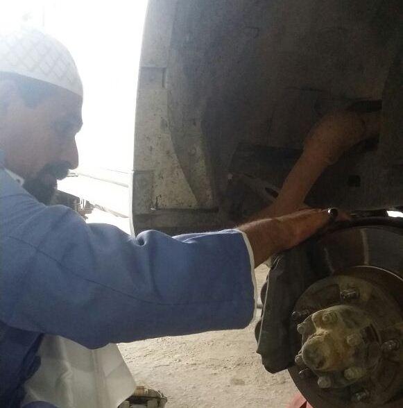 سعد شاب سعودي ميكانيكي في بيشة (2)