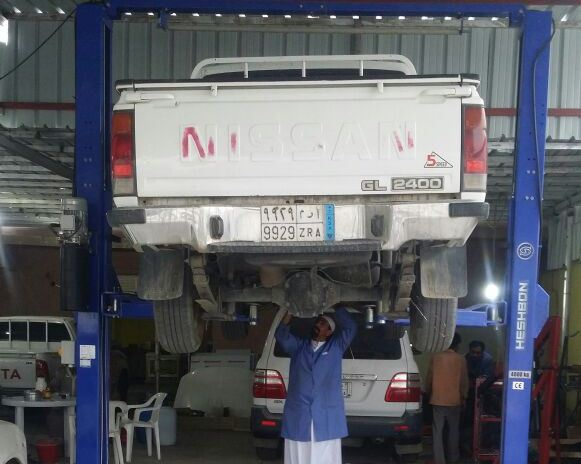 سعد شاب سعودي ميكانيكي في بيشة (5)
