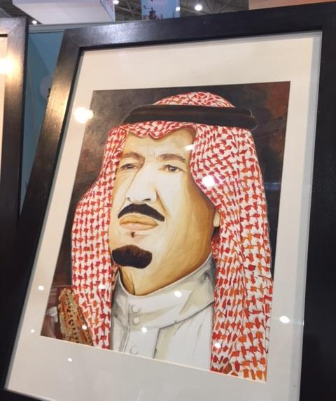 سعودية تُبدع في رسم #خادم_الحرمين بـ الزعفران (2)