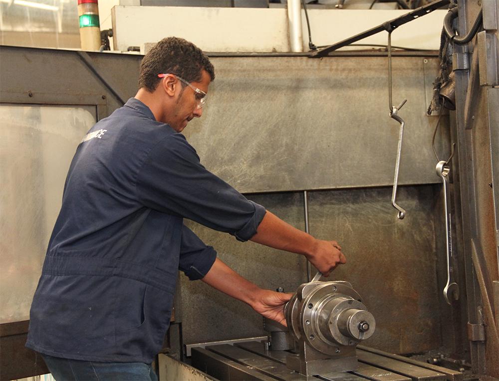 سعوديون يصنعون مضخات مياه تصدر لامريكا (4)