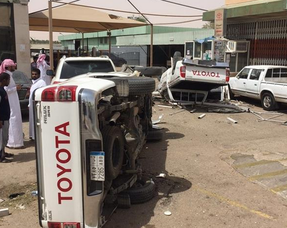 سعودي أصيب بنوبة صرع فاقتحم وكالة سيارات (5)