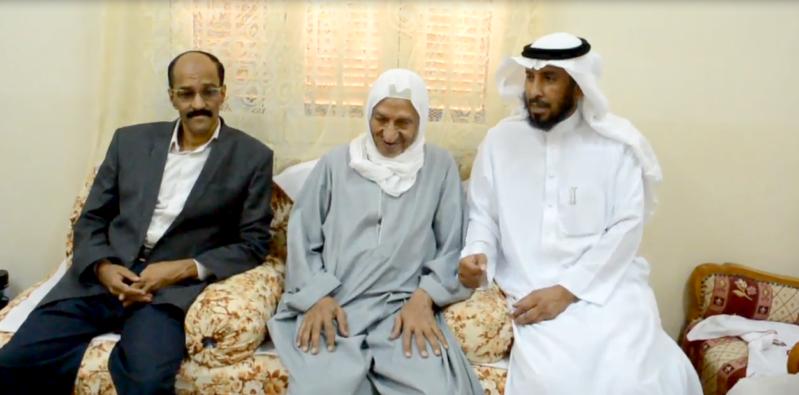 سعودي يلتقي معلمه المصري (1)