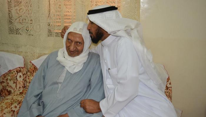سعودي يلتقي معلمه المصري (3)