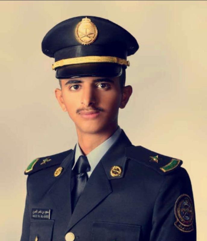 العمري يحتفي بتخرجه من كلية الملك خالد العسكرية