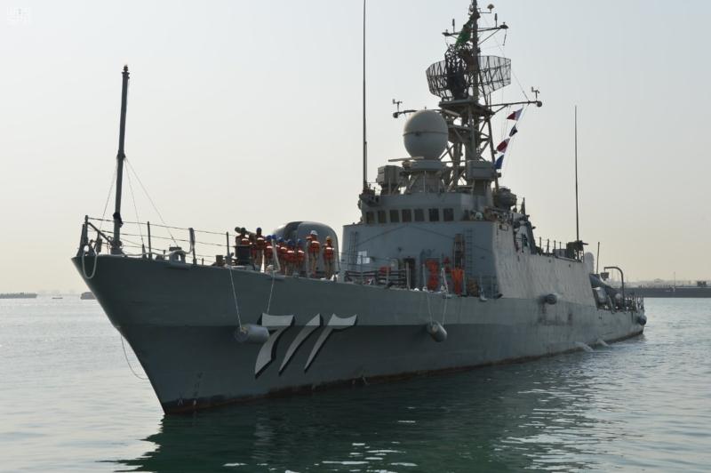 سفن البحرية السعودية تصل ميناء قاعدة سلمان البحرية بالبحرين 1