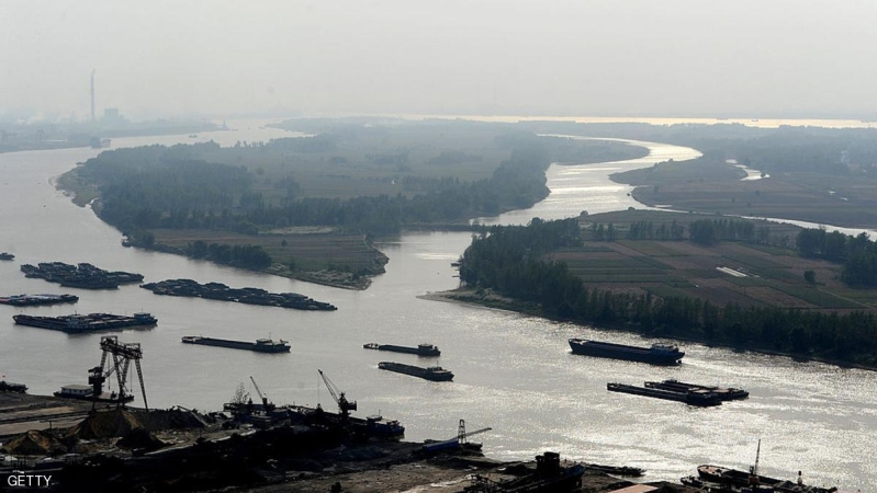 This picture taken on October 18, 2012 shows cargo ships travelling on Yangzte River waterway in Maanshan, central China's Anhui province.Foreign direct investment (FDI) in China continued to fall in September, the government said on October 19, owing to persistent weakness in the global economy and a slowdown in China.   CHINA OUT     AFP PHOTO        (Photo credit should read STR/AFP/Getty Images)