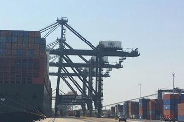 الرافعات السعودية تعبر الوديعة إلى ميناءي عدن والمكلا - المواطن