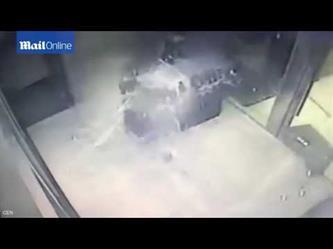 سقوط سقف زجاجي