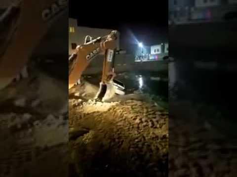 سقوط سيارة بمستقنع مائي