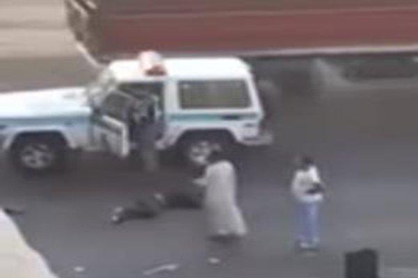 سقوط شخص من فوق جسر إثر حادث تصادم بين شاحنتي نقل في جدة