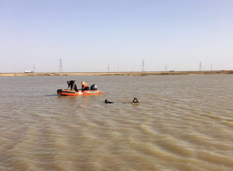 سقوط طائرة شراعية بمستنقع مائي بالمدينة (10)