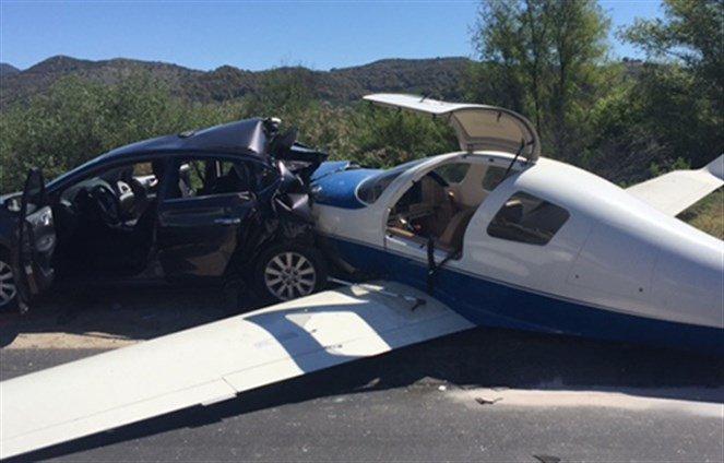 سقوط طائرة على سيارة بجنوب ولاية كاليفورنيا