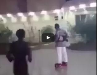 سقوط عنيف لرجل يلعب بسكوتر ذكي حاملاً ابنه