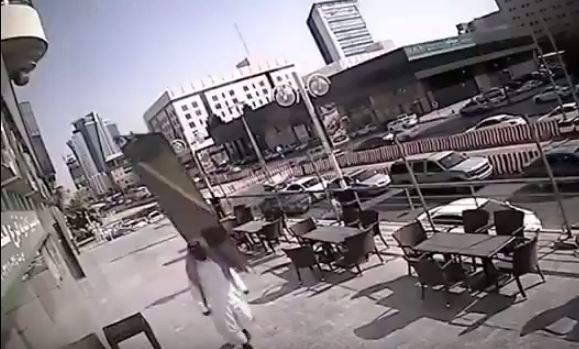سقوط لوح زجاجي1