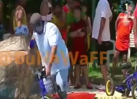 سقوط مذيع بالماء