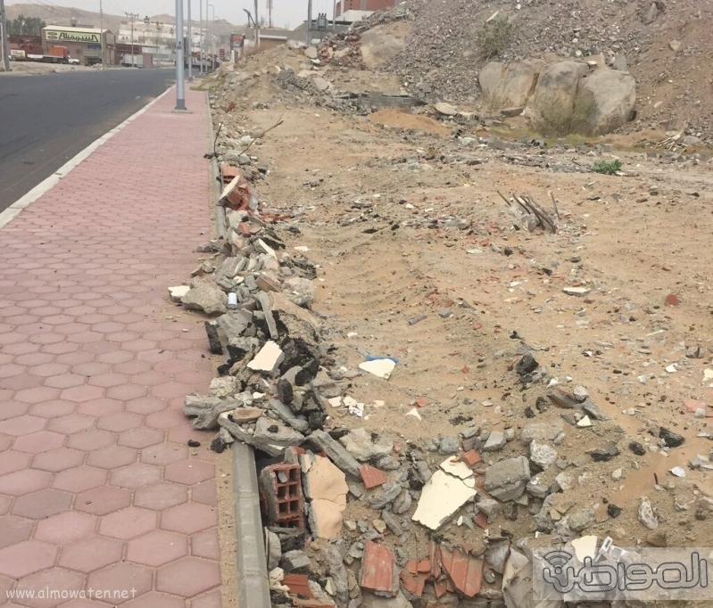سكان حي الحرازات جنوب جدة وجود حفرة عميقة باحدى الطرق