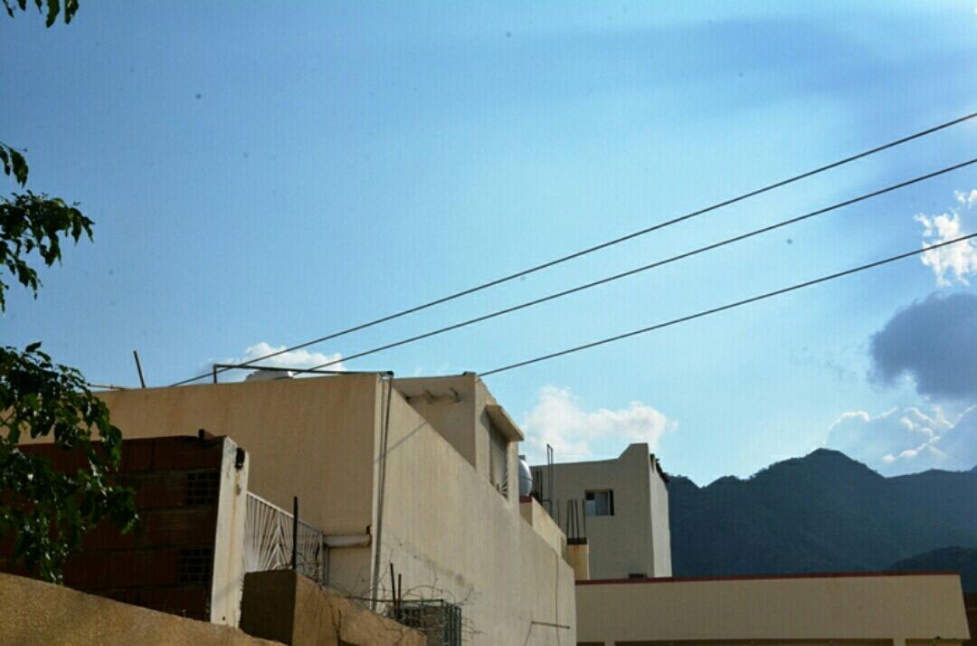 سكان #رجال_ألمع  الأسلاك تخترق منازلنا و #الكهرباء لا تستجيب (2)