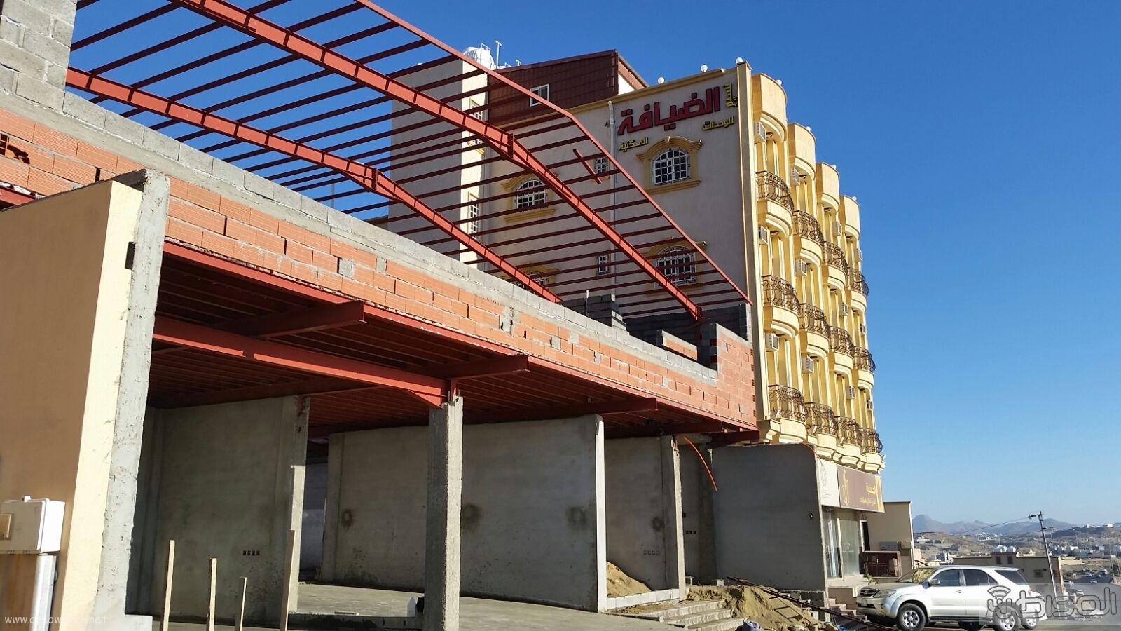 سكان مخطط عتود بخميس مشيط يطالبون بايقاف انشاء مشروع خدمة سيارات (1)