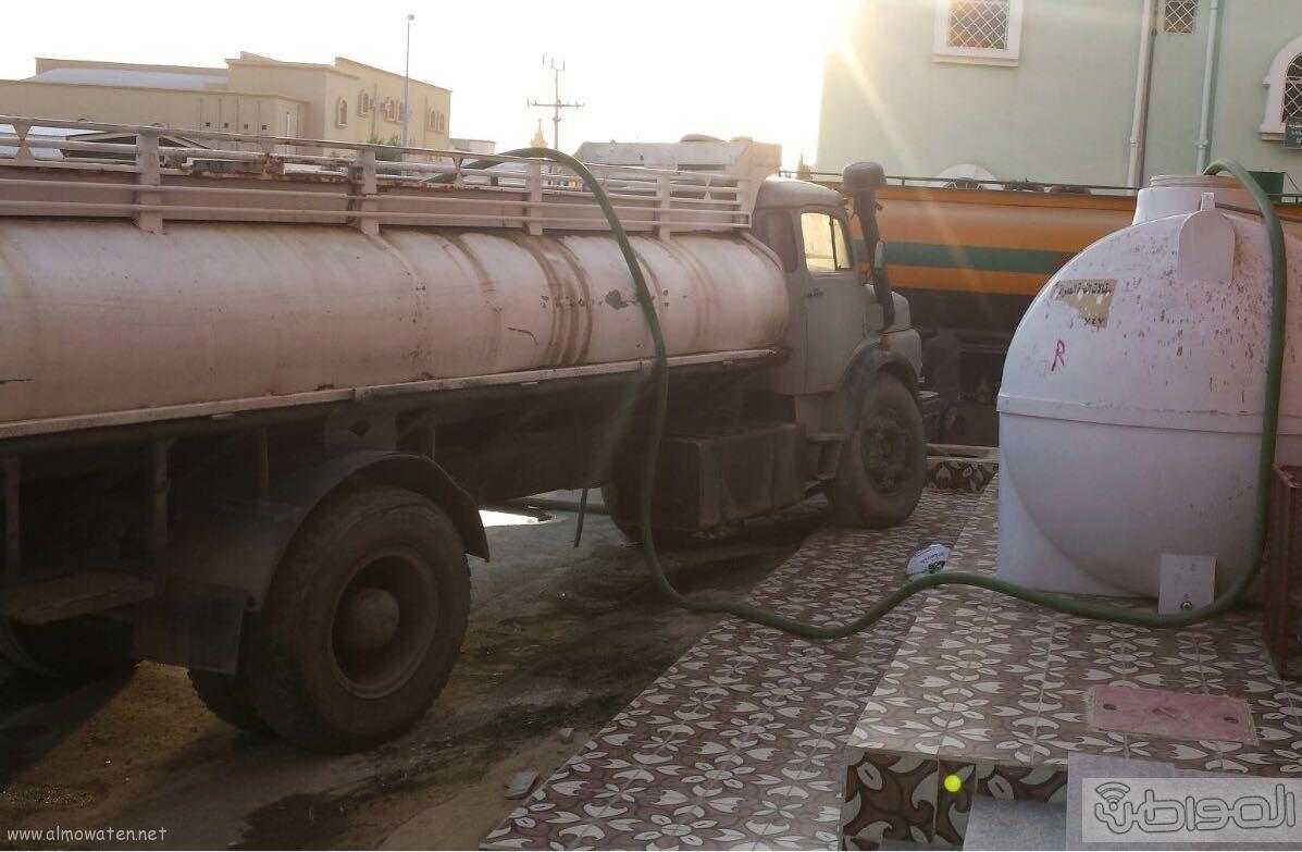 سكان مطار جازان هذا حالنا بعد انقطاع المياه (4)