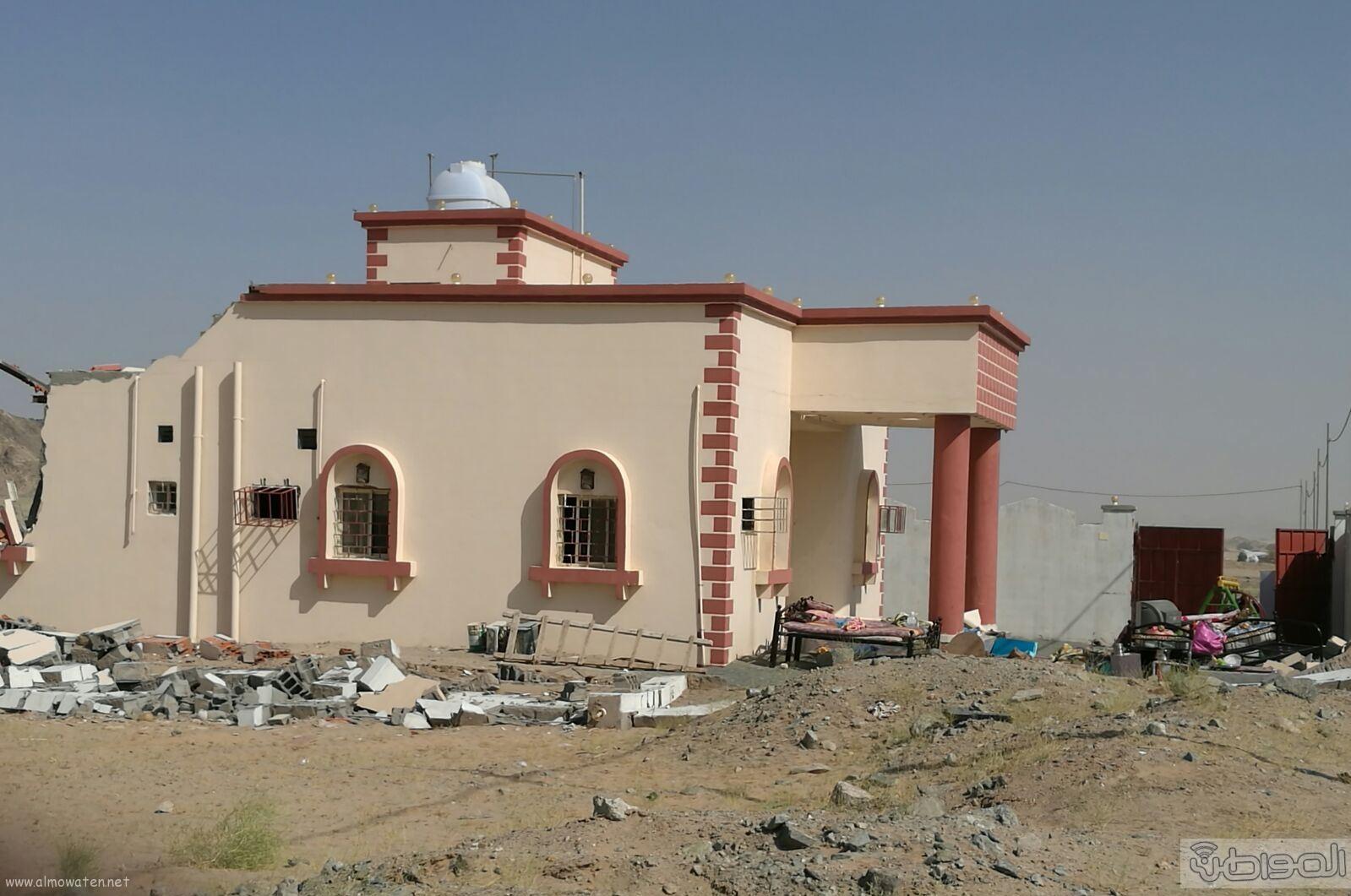 سكان واهالي قرية المقنعة يشكون من اصوات معدات الازالة (1)