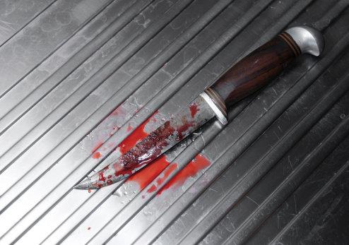 سكين طعن دم