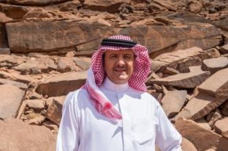 سلطان بن سلمان يزور موقع النقوش الصخرية في الشويمس بمنطقة حائل1