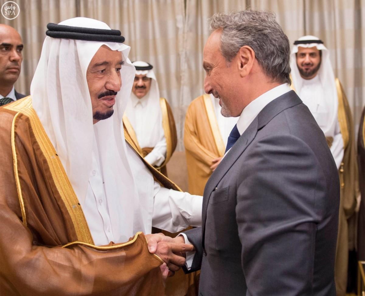 #خادم_الحرمين يستقبل السفراء العرب في واشنطن - المواطن