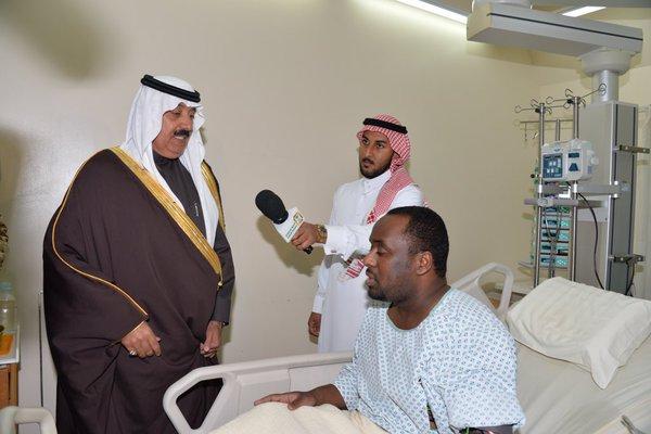 سمو الأمير متعب بن عبدالله يزور قبل قليل مصابي #الحد_الجنوبي من قوات الحرس الوطني 1