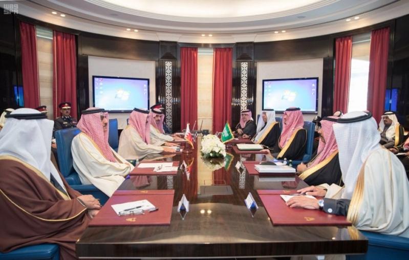 بالصور.. وزير الداخلية يبحث مع نظيره البحريني تعزيز التعاون الأمني بين البلدين