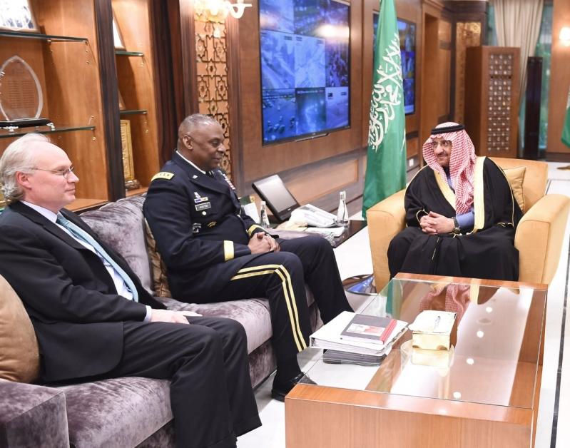 سمو ولي العهد يبحث مع قائد القيادة الوسطى الأمريكية تطورات الأوضاع في الشرق الأوسط3