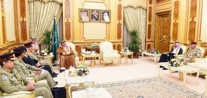 سمو ولي العهد يستقبل قائد الجيش الباكستاني1