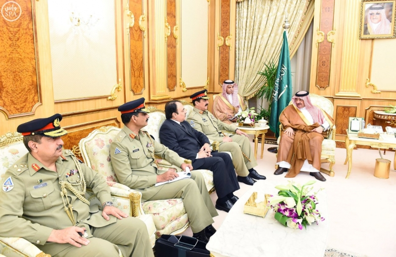 سمو ولي العهد يستقبل قائد الجيش الباكستاني2