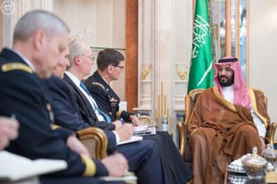 سمو ولي ولي العهد يجتمع مع قائد القيادة المركزية الأمريكية (1) 