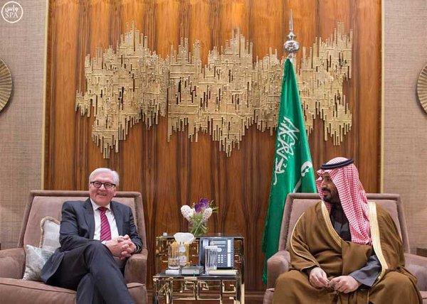 سمو ولي ولي العهد يجتمع مع وزير الخارجية الألماني.