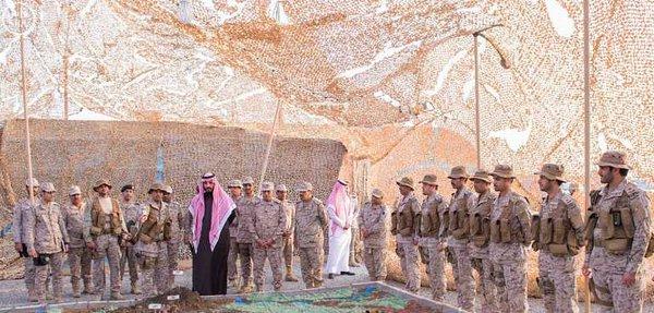 سمو ولي ولي العهد يزور المستشفى الميداني المتقدم للقوات المسلحة