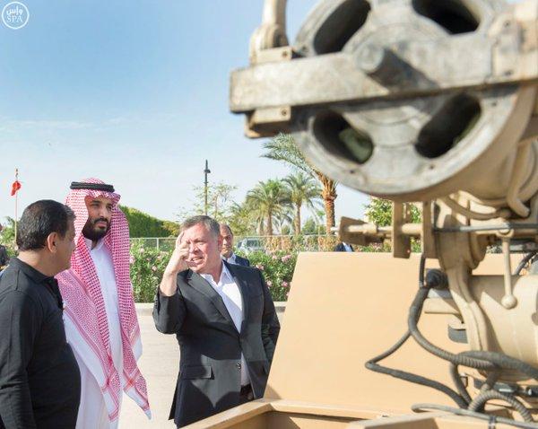 #سمو_ولي_ولي_العهد وملك #الأردن يطلعان على آليات عسكرية حديثة من انتاج وتطوير مركز الملك عبدالله الثاني1 - Copy