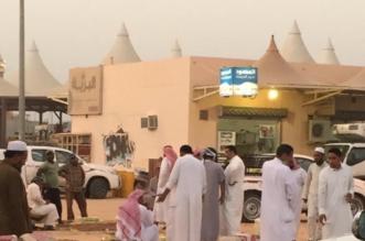 باعة سوق تمور البكيرية : اختلاط الحابل بالنابل .. لا نظافة أو تكييف ! - المواطن