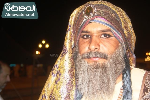 سوق عكاظ بمحافظة الطائف صوره لأحد المشاركين في جادة عكاظ (17)