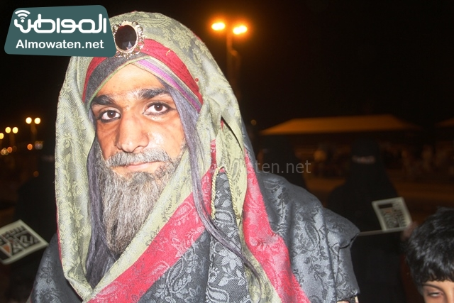 سوق عكاظ بمحافظة الطائف صوره لأحد المشاركين في جادة عكاظ (20)