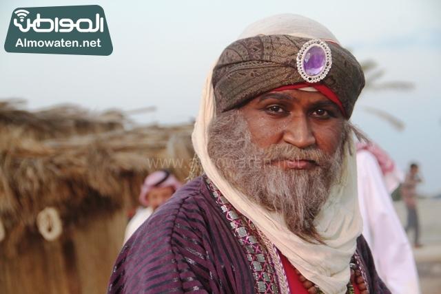 سوق عكاظ بمحافظة الطائف صوره لأحد المشاركين في جادة عكاظ (8)