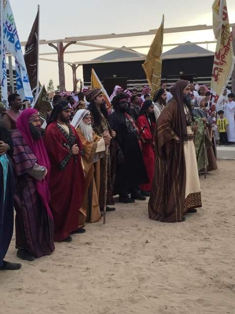 بالصور.. لبيد بن ربيعة يجتذب الآلاف في سوق عكاظ