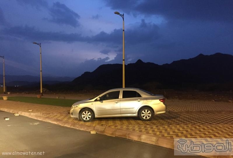 سيارات مراهقين  تعترض ممر (1) 